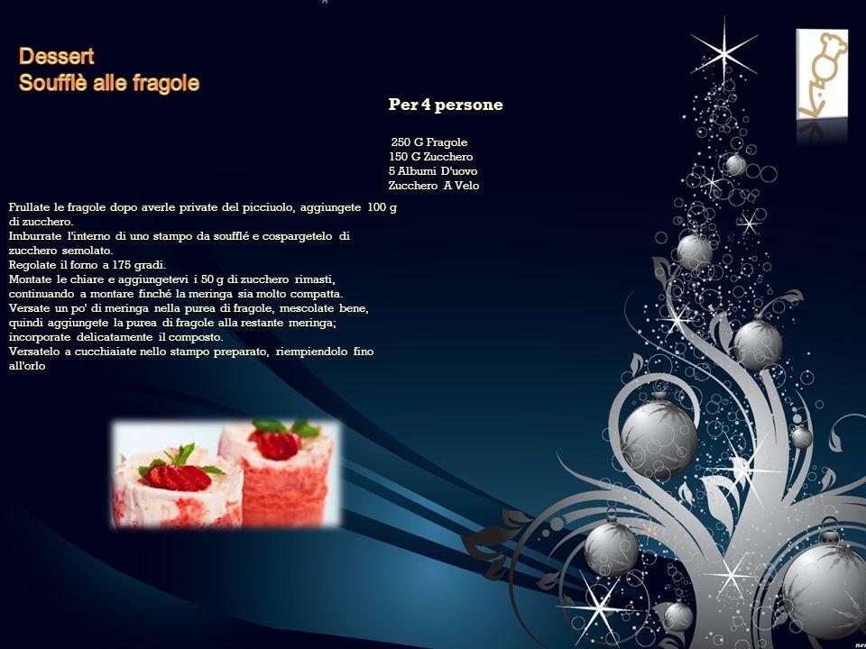 Frullate le fragole dopo averle private del picciuolo, aggiungete 100 g di zucchero. Imburrate l'interno di uno stampo da soufflé e cospargetelo di zu