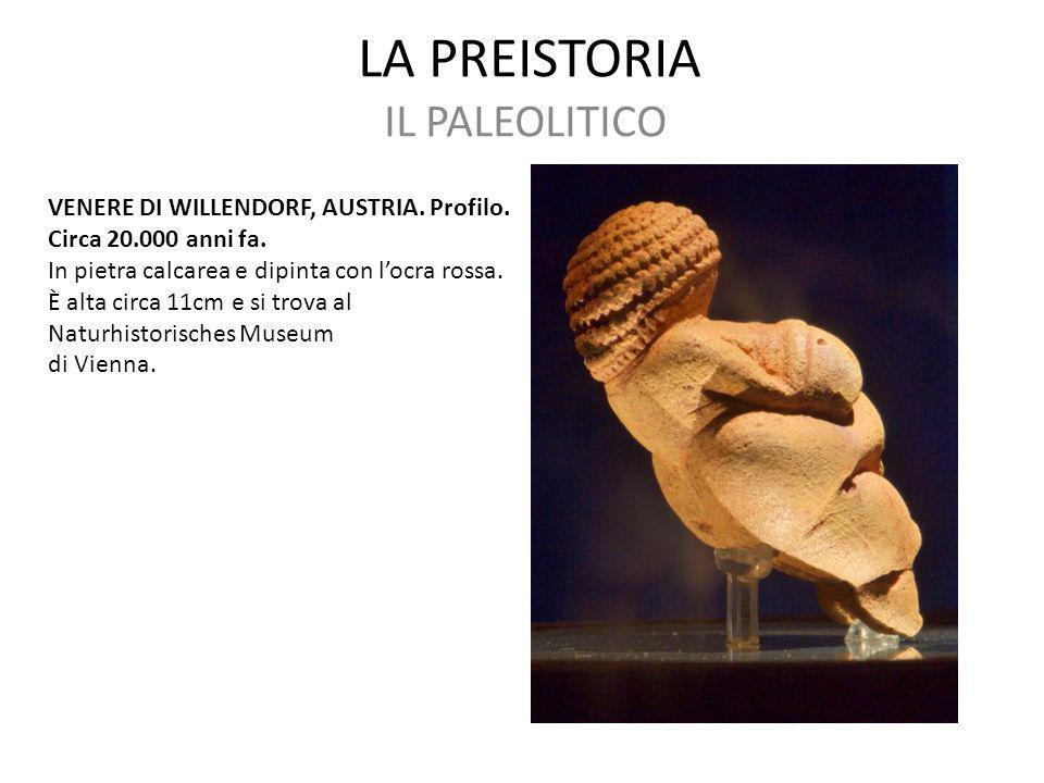LA PREISTORIA IL PALEOLITICO VENERE DI WILLENDORF, AUSTRIA. Profilo. Circa 20.000 anni fa. In pietra calcarea e dipinta con l'ocra rossa. È alta circa