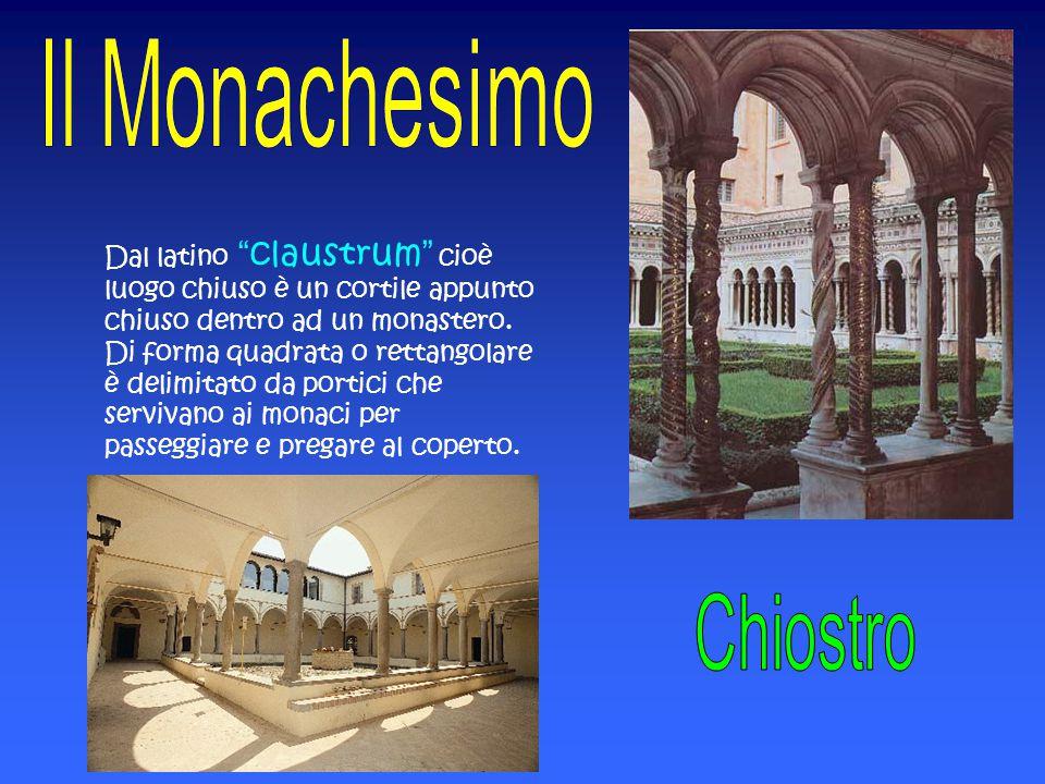 """Dal latino """"claustrum"""" cioè luogo chiuso è un cortile appunto chiuso dentro ad un monastero. Di forma quadrata o rettangolare è delimitato da portici"""