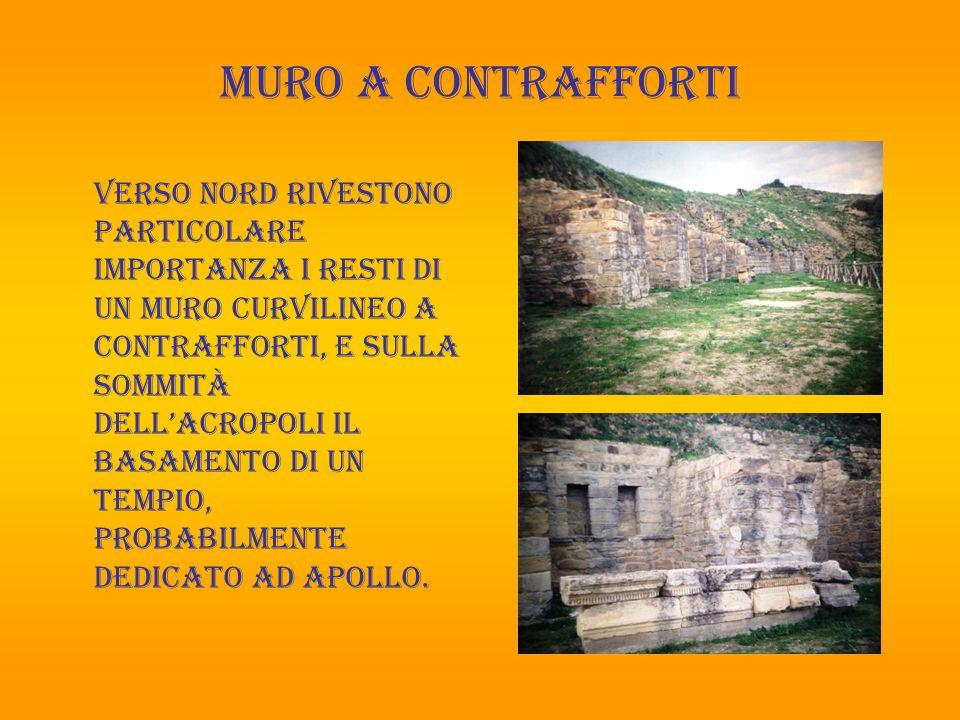 colombarium nella parte meridionale, in prossimità delle porte, è stato individuata un'area funeraria, dove si evidenzia una struttura monumentale, il cosiddetto Colombarium di età romana.