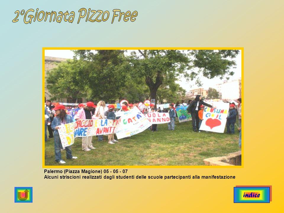 indice Palermo (Piazza Magione) 05 - 05 - 07 Alcuni striscioni realizzati dagli studenti delle scuole partecipanti alla manifestazione