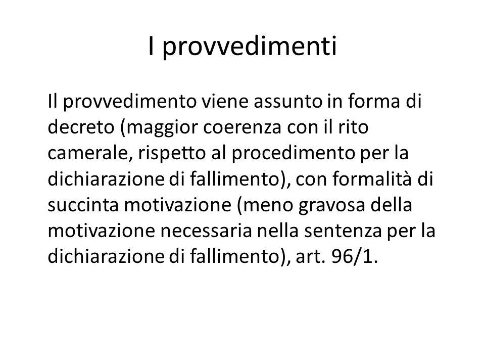 I provvedimenti Il provvedimento viene assunto in forma di decreto (maggior coerenza con il rito camerale, rispetto al procedimento per la dichiarazio