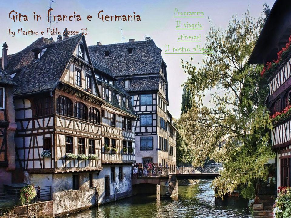 Notre dame Capolavoro del Rinascimento, con le famose vetrate del tredicesimo secolo è una delle chiese più note non solo di tutta la Francia, ma anche di tutto il mondo, si caratterizza per i suoi 142 metri d altezza, l interno a tre navate, completato da un transetto e da meravigliose vetrate del XII-XIV secolo, ospita il famoso orologio astronomico di Strasburgo, che ogni giorno alle 12.30 (l orologio è in ritardo è segna le 12) mette in moto un meccanismo con Cristo Benedicente, la processione degli Apostoli e un gallo che canta 3 volte