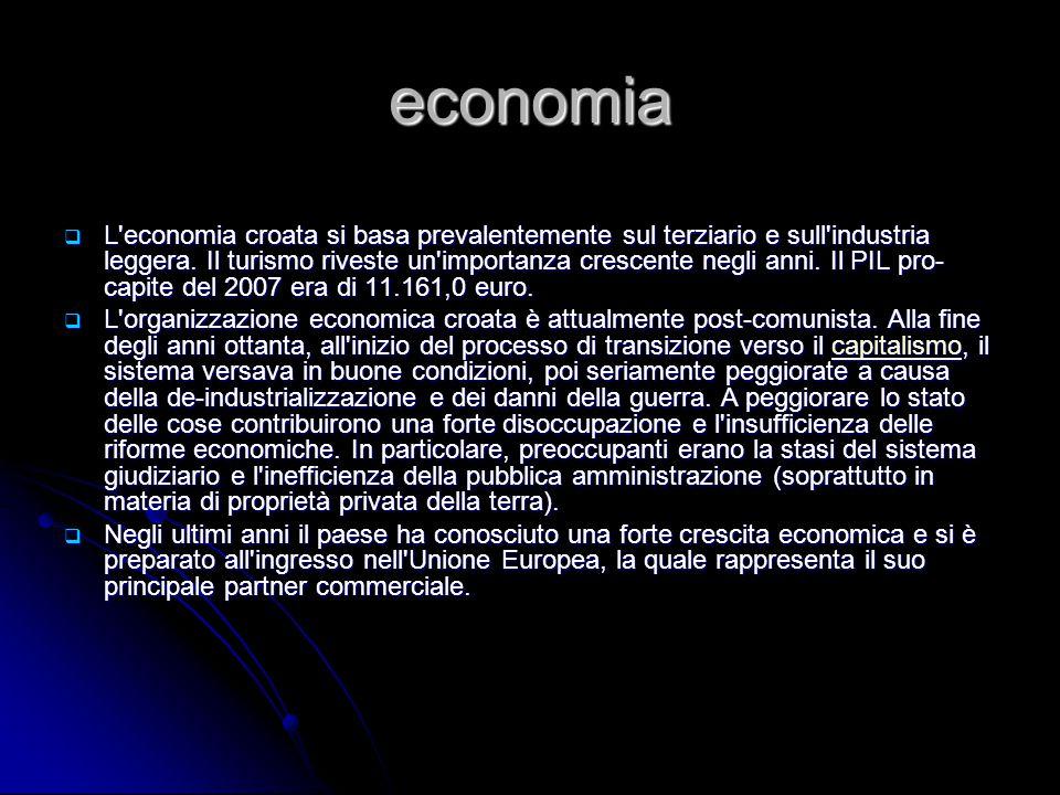 economia  L'economia croata si basa prevalentemente sul terziario e sull'industria leggera. Il turismo riveste un'importanza crescente negli anni. Il