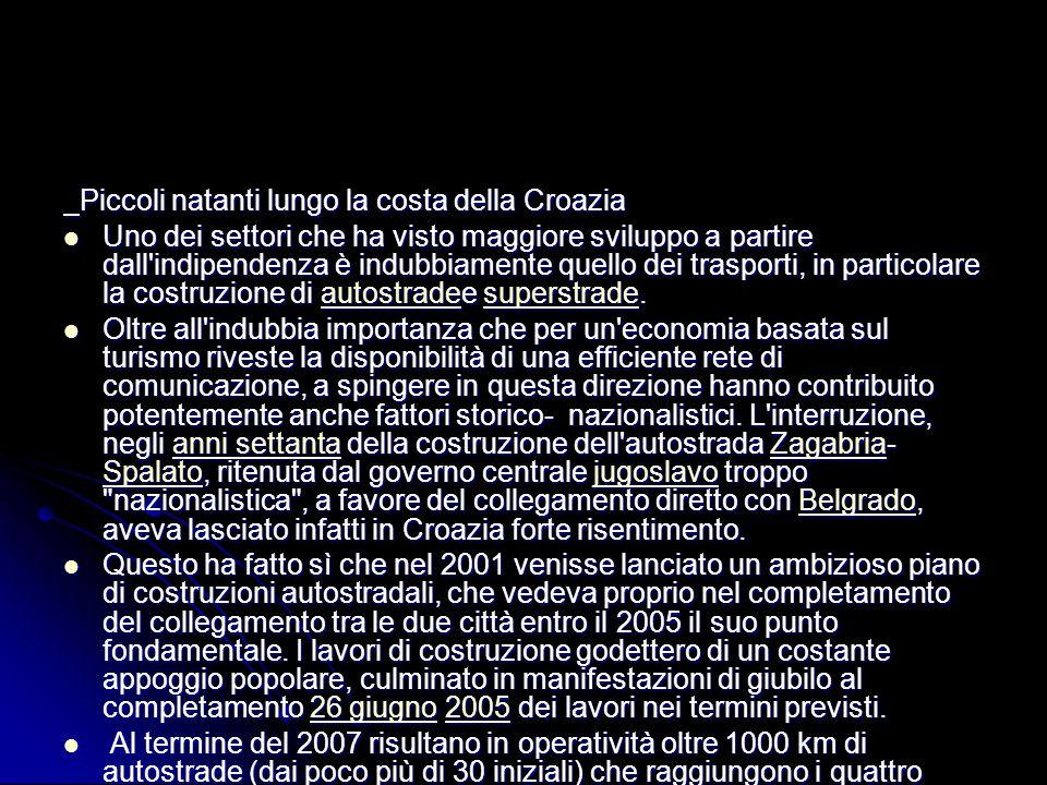 Piccoli natanti lungo la costa della Croazia Piccoli natanti lungo la costa della Croazia Uno dei settori che ha visto maggiore sviluppo a partire dal