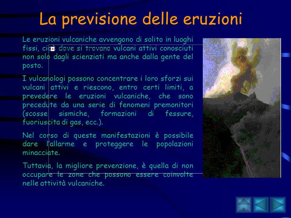 Il rischio vulcanico in Italia L'Italia è una regione instabile con vulcani attivi e numerosi, circondata da una catena di montagne relativamente giov