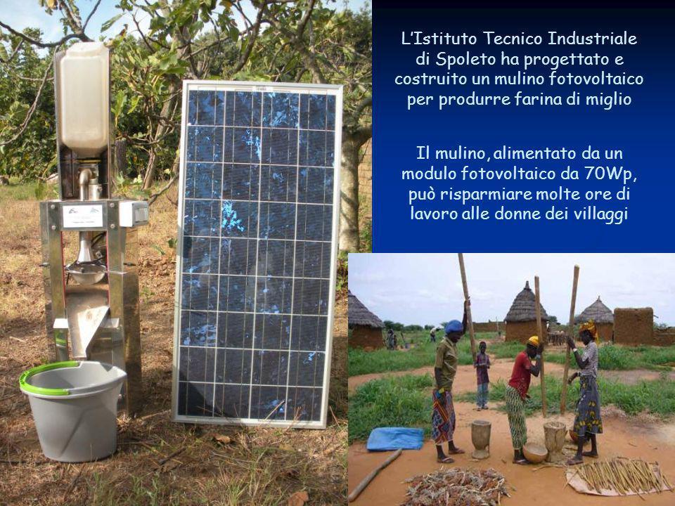 L'Istituto Tecnico Industriale di Spoleto ha progettato e costruito un mulino fotovoltaico per produrre farina di miglio Il mulino, alimentato da un modulo fotovoltaico da 70Wp, può risparmiare molte ore di lavoro alle donne dei villaggi