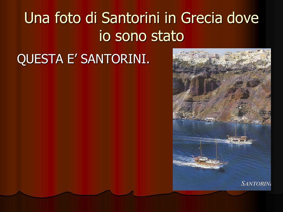 Una foto di Santorini in Grecia dove io sono stato QUESTA E' SANTORINI.