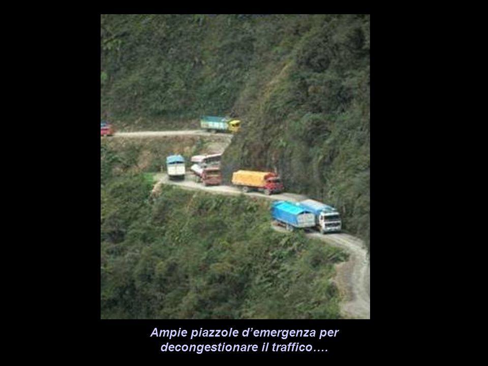 Ampie piazzole d'emergenza per decongestionare il traffico….