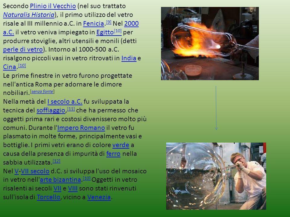 Secondo Plinio il Vecchio (nel suo trattato Naturalis Historia), il primo utilizzo del vetro risale al III millennio a.C. in Fenicia. [9] Nel 2000 a.C