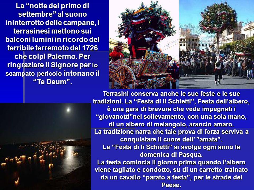 """Terrasini conserva anche le sue feste e le sue tradizioni. La """"Festa di li Schietti"""", Festa dell'albero, è una gara di bravura che vede impegnati i """"g"""