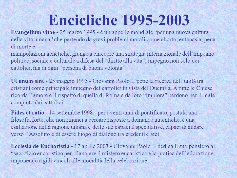 Nessun Papa ha incontrato tante persone come Giovanni Paolo II: alle Udienze Generali del mercoledì (oltre 1160) hanno partecipato più di 17 milioni e 600mila pellegrini, senza contare tutte le altre udienze speciali e le cerimonie religiose [più di 8 milioni di pellegrini solo nel corso del Grande Giubileo dell'anno 2000], nonché i milioni di fedeli incontrati nel corso delle visite pastorali in Italia e nel mondo; numerose anche le personalità governative ricevute in udienza: basti ricordare le 38 visite ufficiali e le altre 738 udienze o incontri con Capi di Stato, come pure le 246 udienze e incontri con Primi Ministri.
