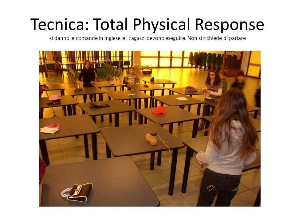 Tecnica: Total Physical Response si danno le comande in inglese e i ragazzi devono eseguire. Non si richiede di parlare