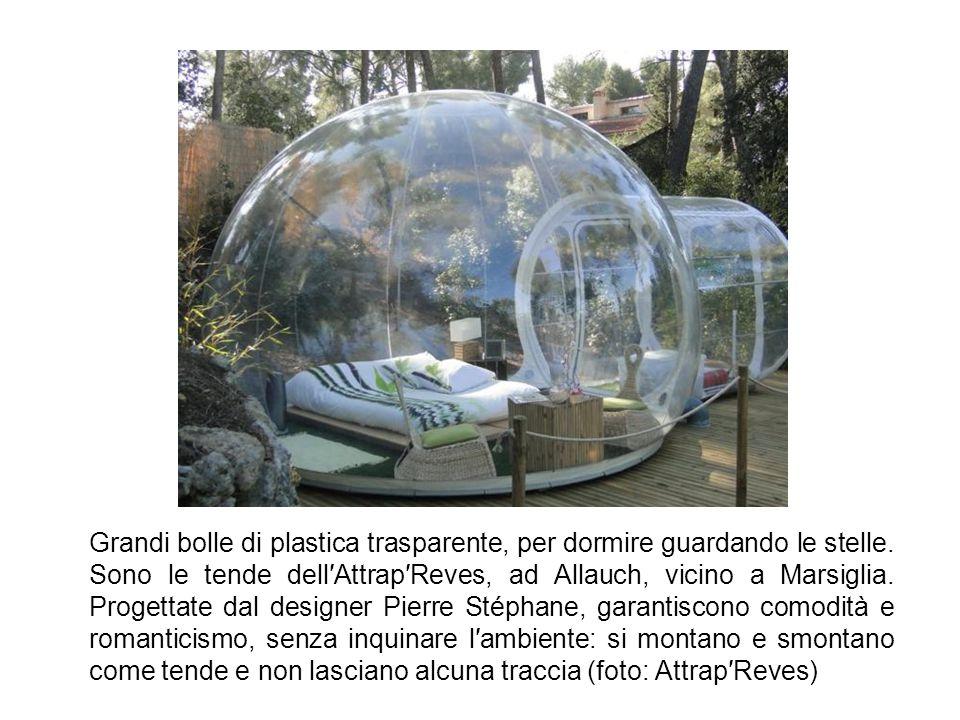 Grandi bolle di plastica trasparente, per dormire guardando le stelle.