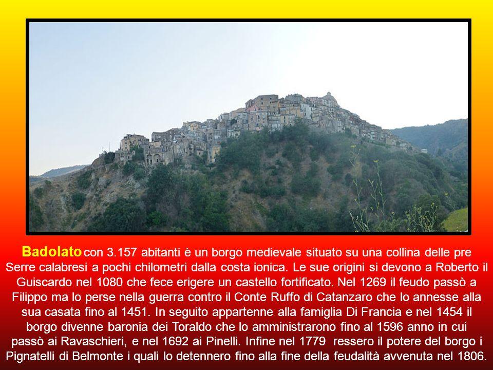 Prima di raggiungere la cittadina della nostra meta, leggiamo un breve cenno sulle Serre che attraversiamo; zona montuosa e collinare della Calabria c
