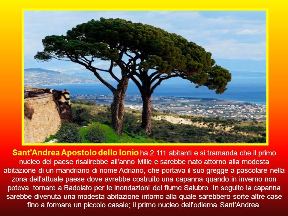 Arriviamo così sulla costa ionica per raggiungere Sant'Andrea Apostolo dello Ionio.