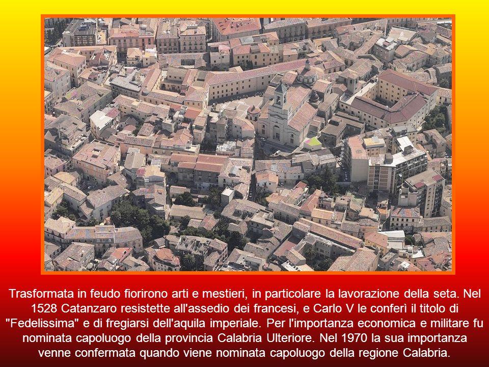 Fondata come borgo fortificato dai Bizantini nel IX secolo, è stata dominata dagli Arabi, dai Normanni e dagli Spagnoli. I primi, i Saraceni, l'occupa