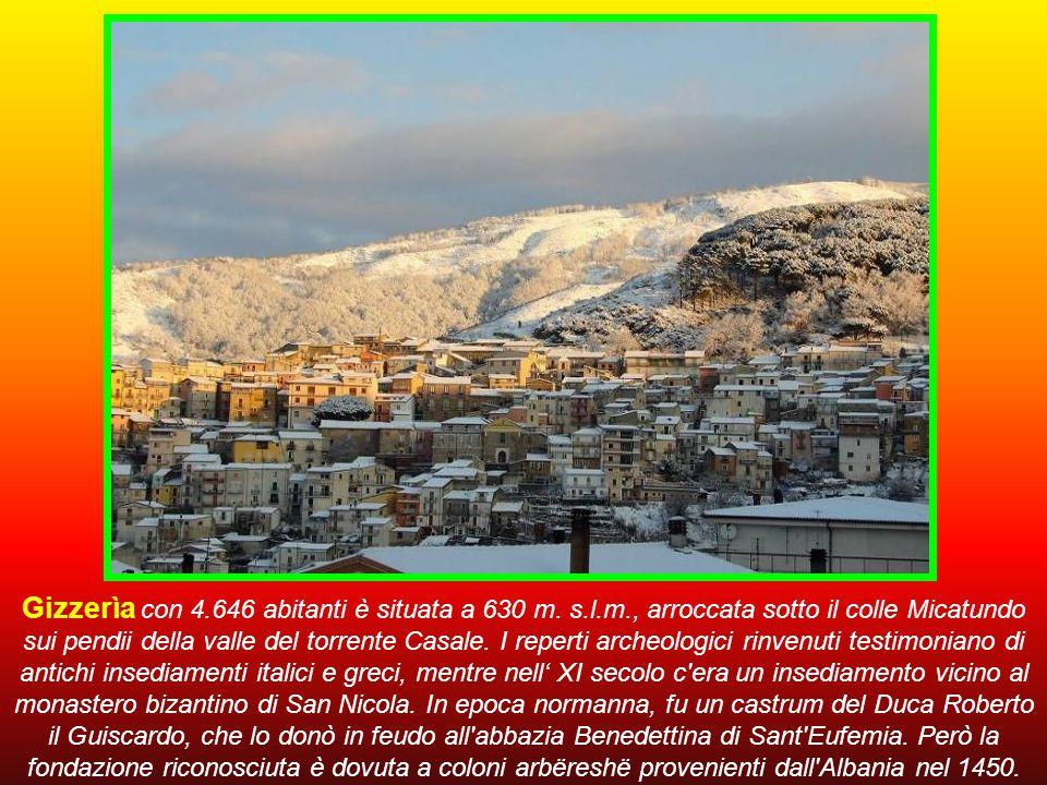Gizzerìa con 4.646 abitanti è situata a 630 m.