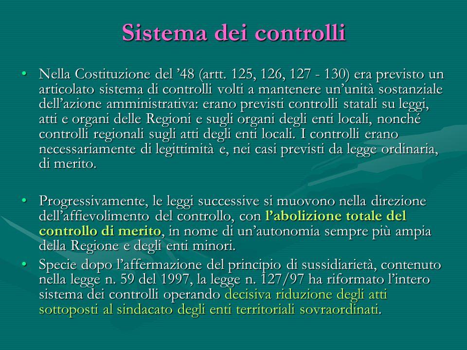 Sistema dei controlli Nella Costituzione del '48 (artt. 125, 126, 127 - 130) era previsto un articolato sistema di controlli volti a mantenere un'unit