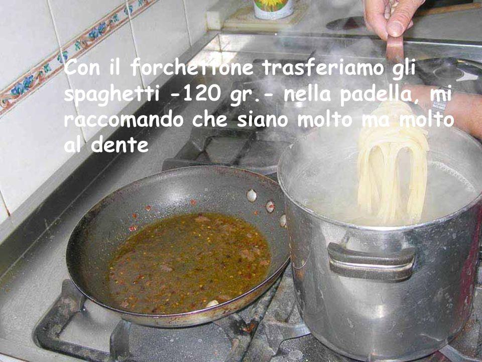 L' acqua che abbiamo messo a bollire è pronta… caliamo la pasta