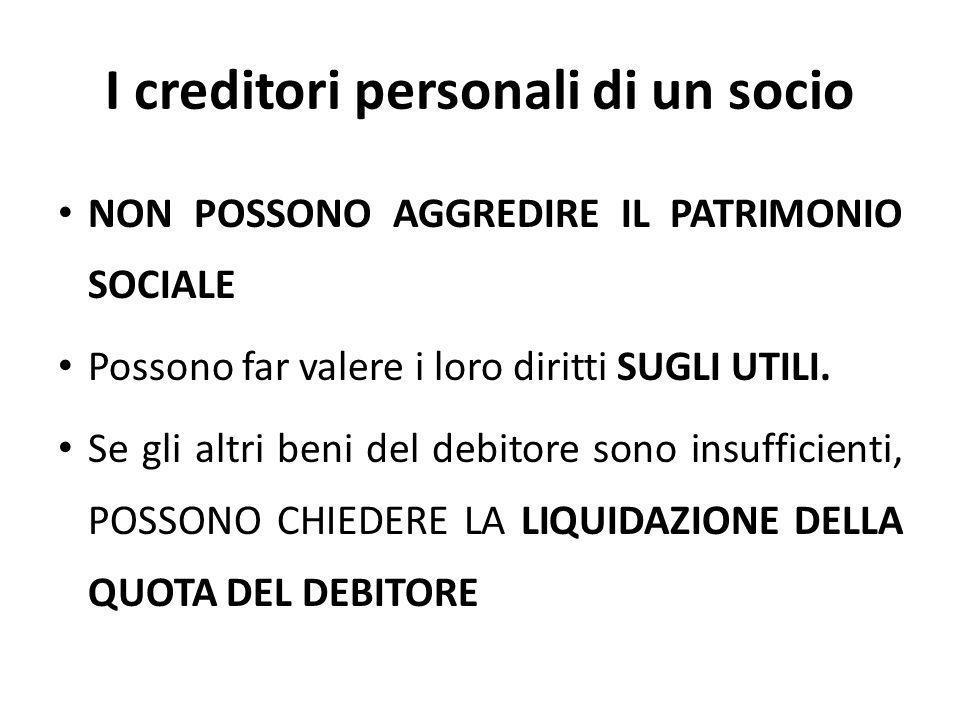 I creditori personali di un socio NON POSSONO AGGREDIRE IL PATRIMONIO SOCIALE Possono far valere i loro diritti SUGLI UTILI. Se gli altri beni del deb