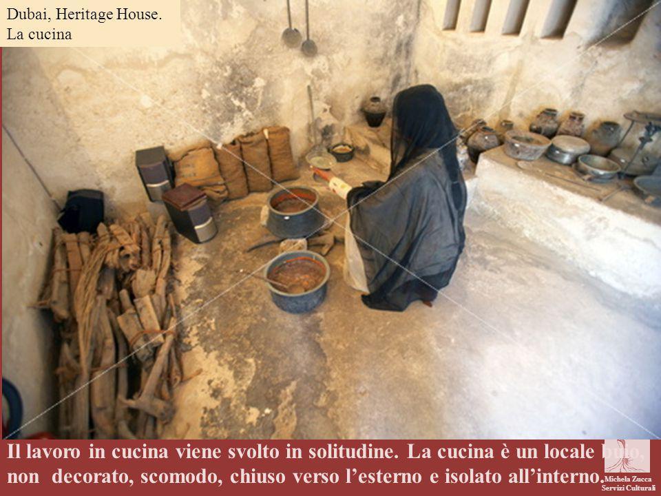 Michela Zucca Servizi Culturali Il lavoro in cucina viene svolto in solitudine. La cucina è un locale buio, non decorato, scomodo, chiuso verso l'este