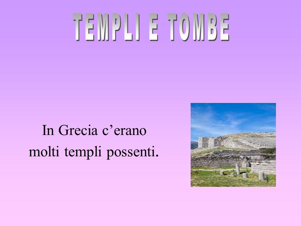 In Grecia c'erano molti templi possenti.