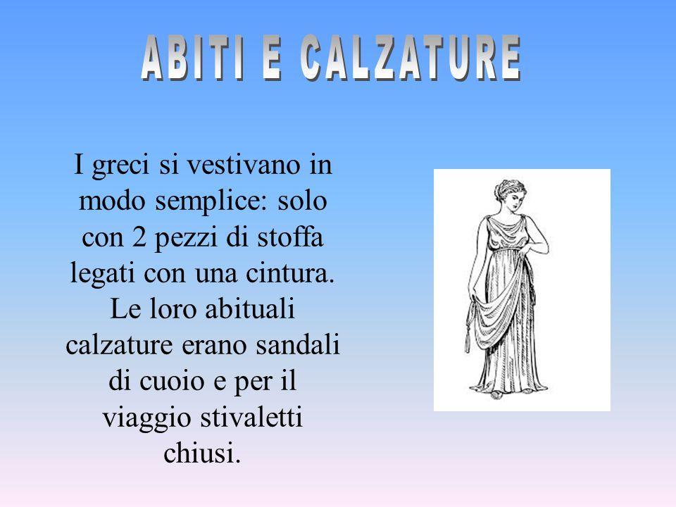 I greci si vestivano in modo semplice: solo con 2 pezzi di stoffa legati con una cintura. Le loro abituali calzature erano sandali di cuoio e per il v