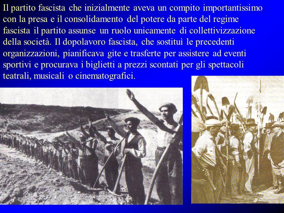 Il partito fascista che inizialmente aveva un compito importantissimo con la presa e il consolidamento del potere da parte del regime fascista il part