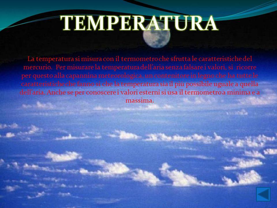 La temperatura si misura con il termometro che sfrutta le caratteristiche del mercurio. Per misurare la temperatura dell'aria senza falsare i valori,