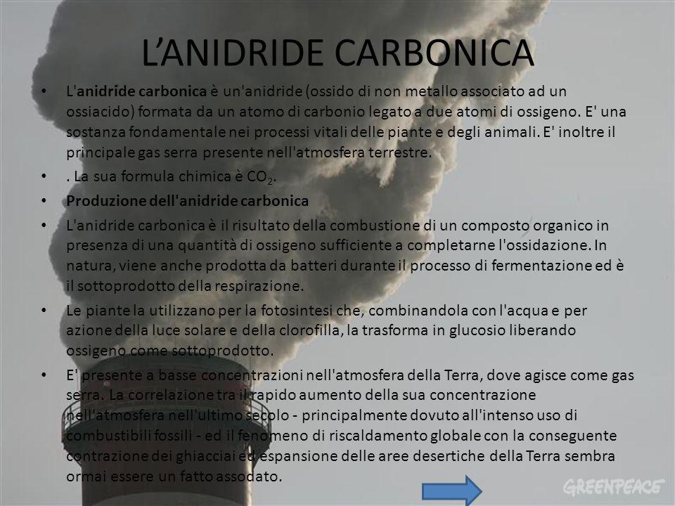 L'ANIDRIDE CARBONICA L anidride carbonica è un anidride (ossido di non metallo associato ad un ossiacido) formata da un atomo di carbonio legato a due atomi di ossigeno.
