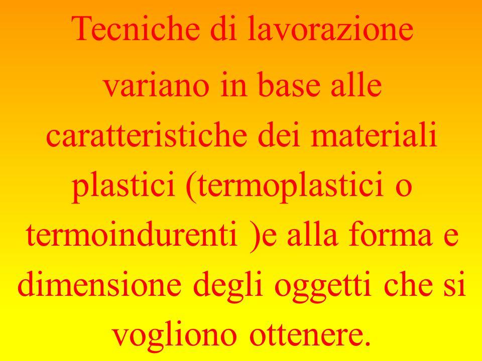 Tecniche di lavorazione variano in base alle caratteristiche dei materiali plastici (termoplastici o termoindurenti )e alla forma e dimensione degli oggetti che si vogliono ottenere.