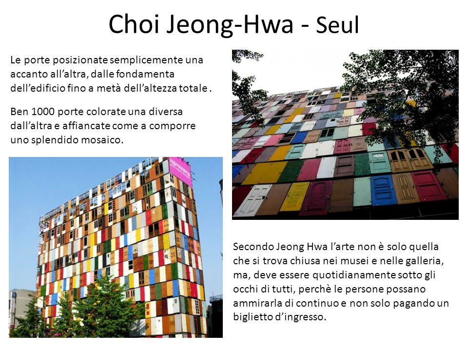 Choi Jeong-Hwa - Seul Ben 1000 porte colorate una diversa dall'altra e affiancate come a comporre uno splendido mosaico.