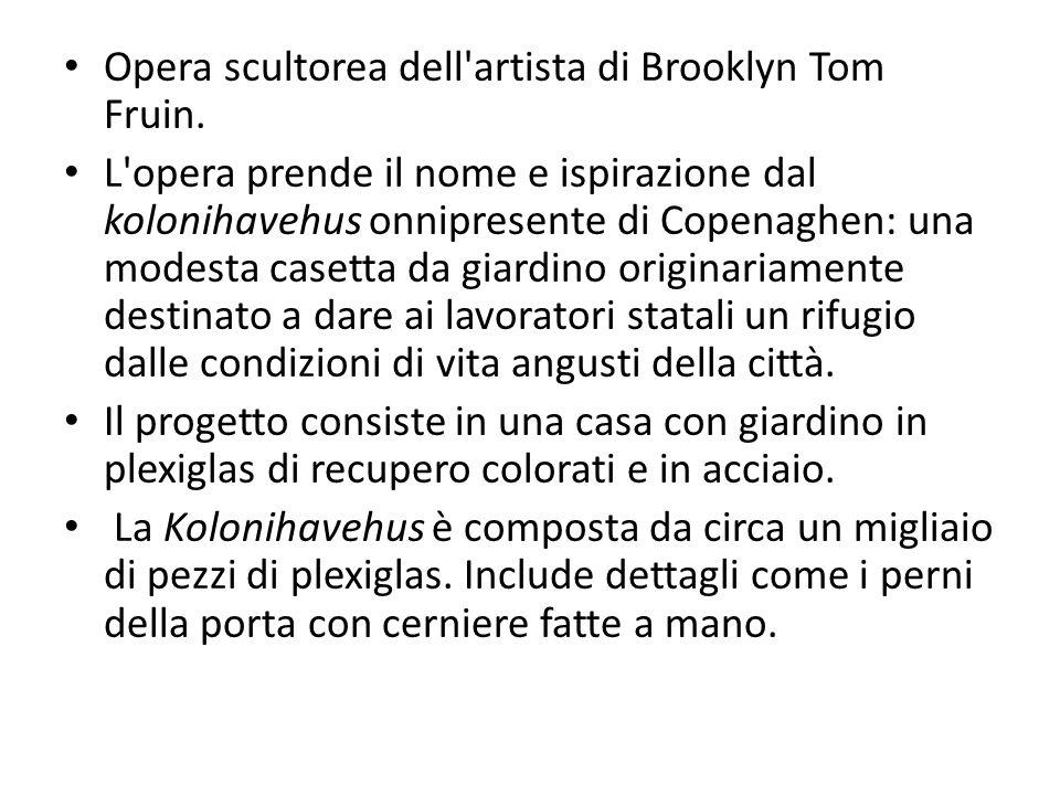 Opera scultorea dell artista di Brooklyn Tom Fruin.