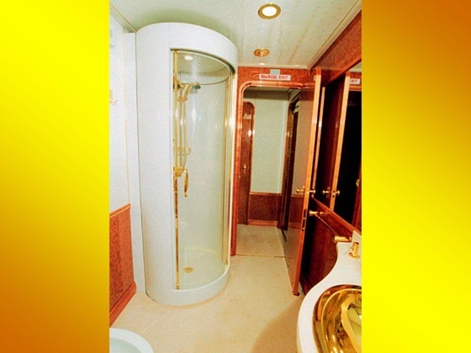 Μπάνιο με χρυσά πόμολα Golden Bath