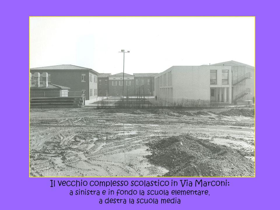 Il vecchio complesso scolastico in Via Marconi: a sinistra e in fondo la scuola elementare, a destra la scuola media