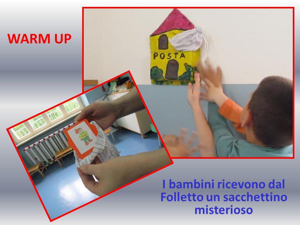 WARM UP I bambini ricevono dal Folletto un sacchettino misterioso