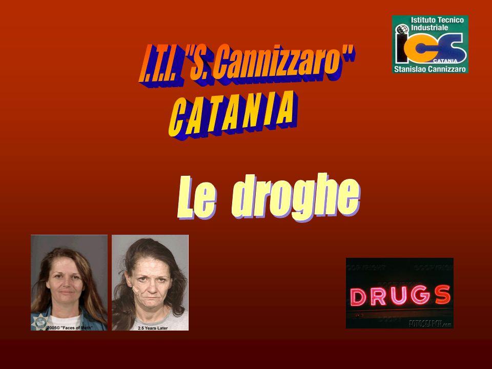 Le droghe2 Con il nome di droghe vengono indicate tutte quelle sostanze che assunte, portano ad assuefazione, alterazioni nell'organismo in genere e danni psichici.