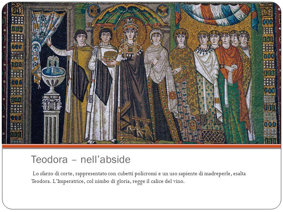 Teodora – nell'abside Lo sfarzo di corte, rappresentato con cubetti policromi e un uso sapiente di madreperle, esalta Teodora.