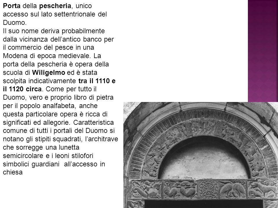 Porta della pescheria, unico accesso sul lato settentrionale del Duomo. Il suo nome deriva probabilmente dalla vicinanza dell'antico banco per il comm