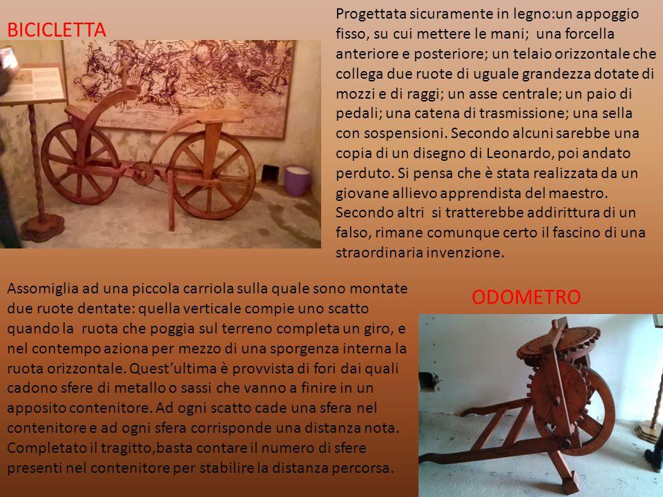 BICICLETTA Progettata sicuramente in legno:un appoggio fisso, su cui mettere le mani; una forcella anteriore e posteriore; un telaio orizzontale che c