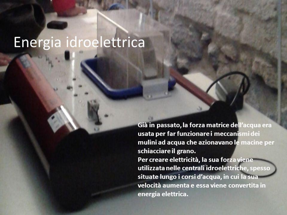 Energia idroelettrica Già in passato, la forza matrice dell'acqua era usata per far funzionare i meccanismi dei mulini ad acqua che azionavano le macine per schiacciare il grano.