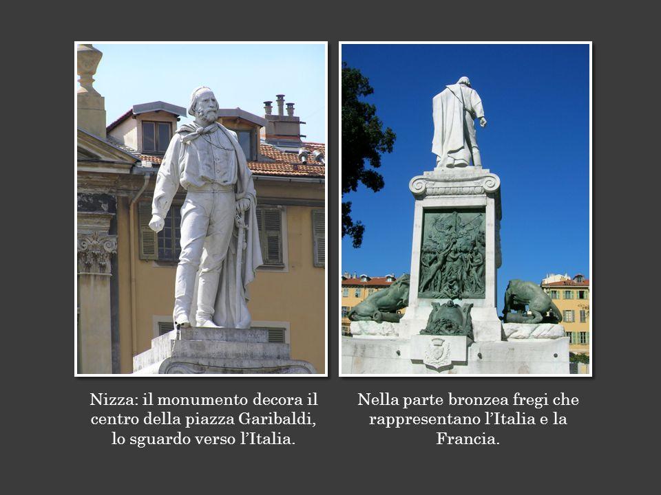 Nizza: il monumento decora il centro della piazza Garibaldi, lo sguardo verso l'Italia.