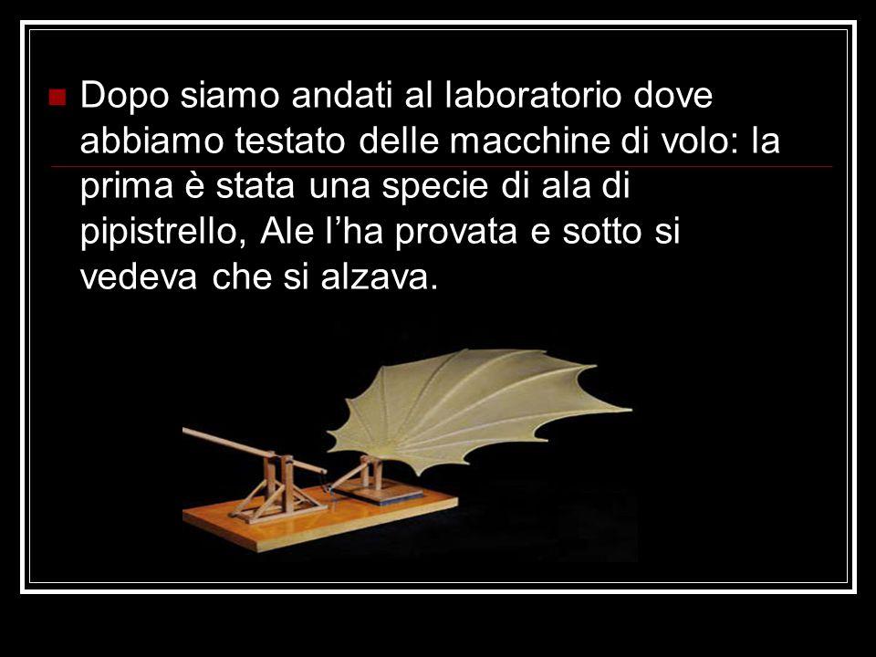 Dopo siamo andati al laboratorio dove abbiamo testato delle macchine di volo: la prima è stata una specie di ala di pipistrello, Ale l'ha provata e so