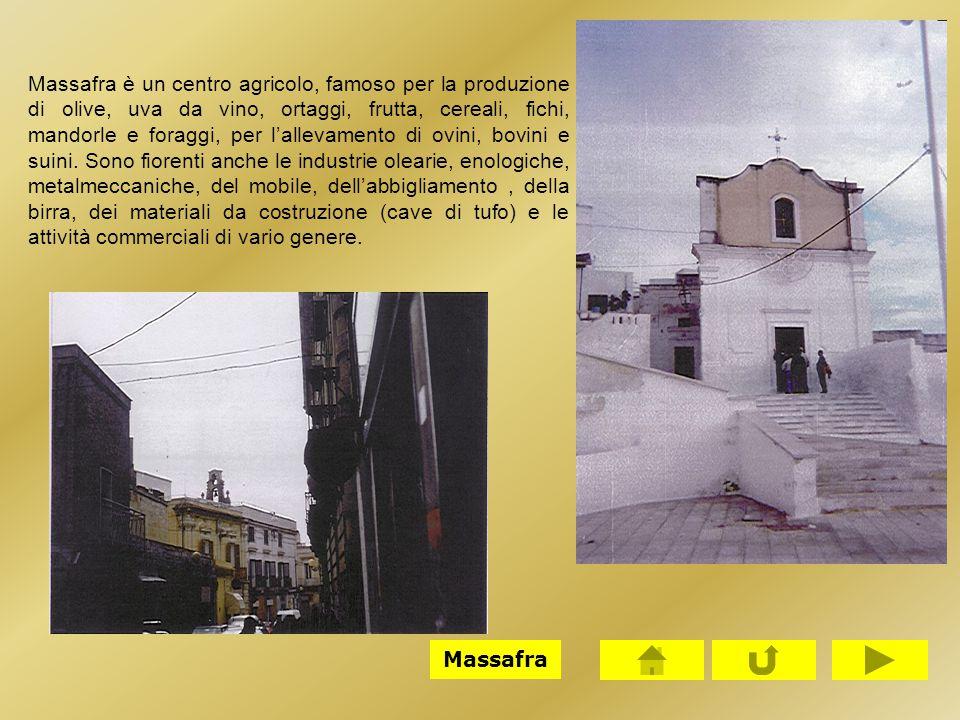 Massafra è un centro agricolo, famoso per la produzione di olive, uva da vino, ortaggi, frutta, cereali, fichi, mandorle e foraggi, per l'allevamento