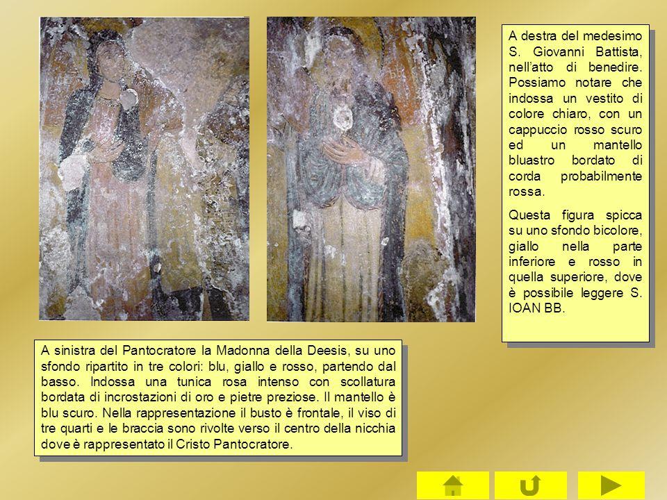 A sinistra del Pantocratore la Madonna della Deesis, su uno sfondo ripartito in tre colori: blu, giallo e rosso, partendo dal basso. Indossa una tunic