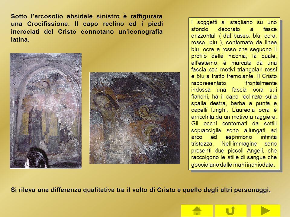Sotto l'arcosolio absidale sinistro è raffigurata una Crocifissione. Il capo reclino ed i piedi incrociati del Cristo connotano un'iconografia latina.