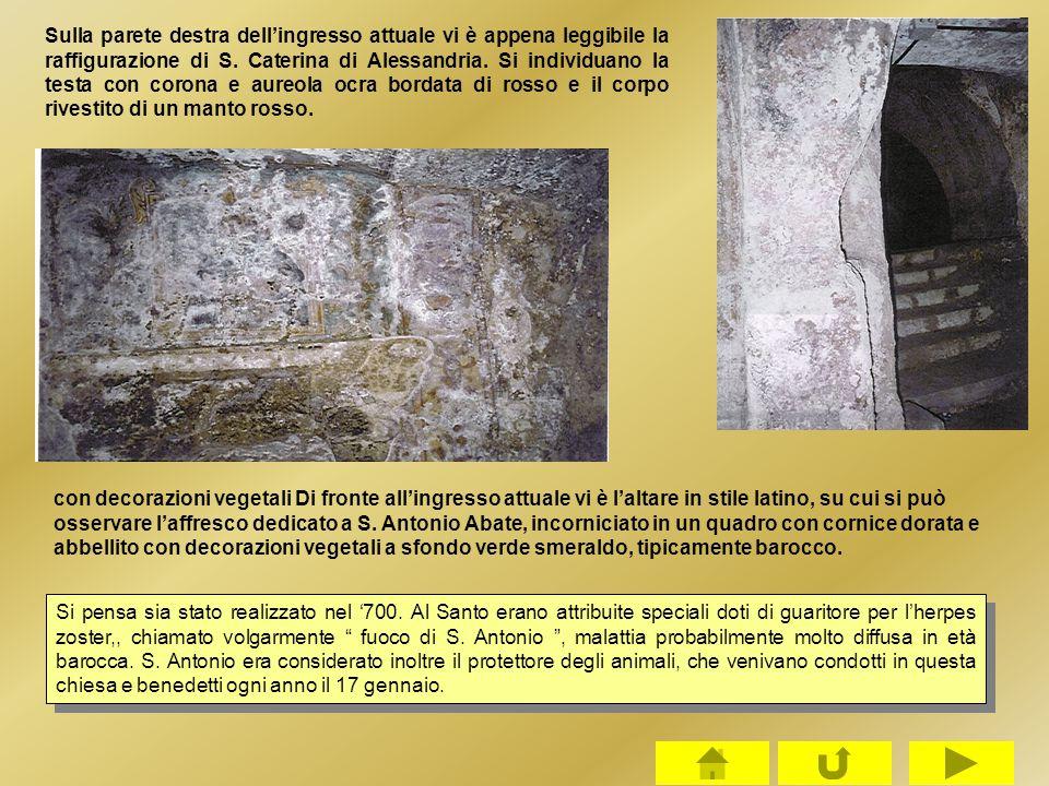 Sulla parete destra dell'ingresso attuale vi è appena leggibile la raffigurazione di S. Caterina di Alessandria. Si individuano la testa con corona e
