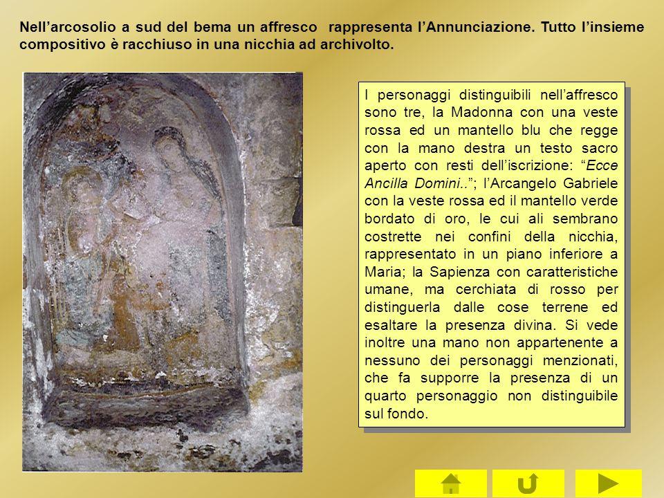 Nell'arcosolio a sud del bema un affresco rappresenta l'Annunciazione. Tutto l'insieme compositivo è racchiuso in una nicchia ad archivolto. I persona