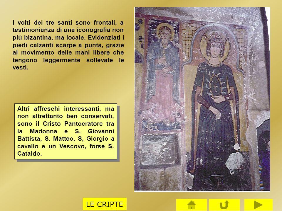 I volti dei tre santi sono frontali, a testimonianza di una iconografia non più bizantina, ma locale. Evidenziati i piedi calzanti scarpe a punta, gra